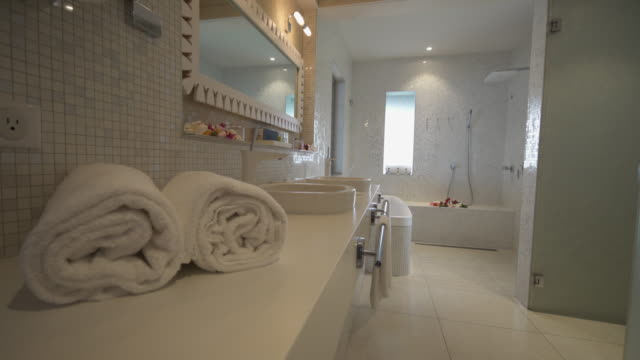 stockvideo's en b-roll-footage met a luxury bathroom in a hotel resort in tahiti. - badkamer