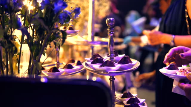 stockvideo's en b-roll-footage met luxe catering voedsel - event