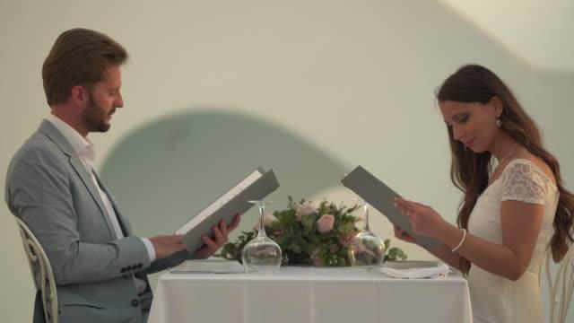 vídeos de stock, filmes e b-roll de luxury couple choosing from menu - jantar sofisticado