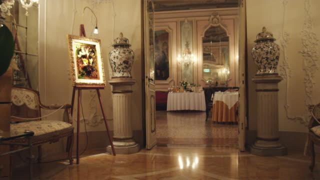 vidéos et rushes de ws ds. luxury hotel interior / venice, italy - palace