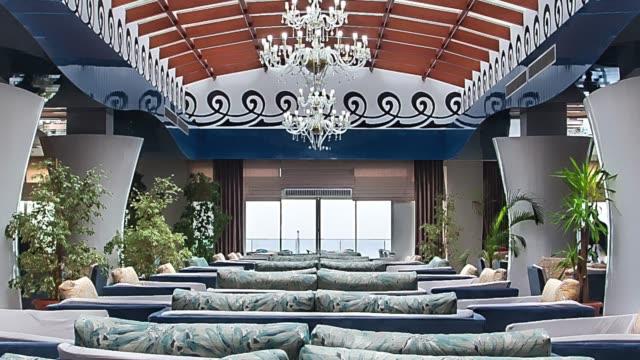 stockvideo's en b-roll-footage met de lobby van het hotel van de luxe - luxe hotel