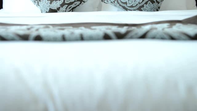camera di hotel di lusso - offrire un servizio video stock e b–roll