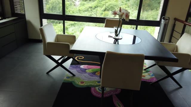 ラグジュアリー ロフト - 椅子点の映像素材/bロール