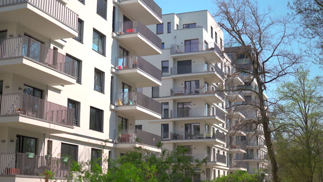 lyxiga fastighetslägenheter - fönsterrad bildbanksvideor och videomaterial från bakom kulisserna