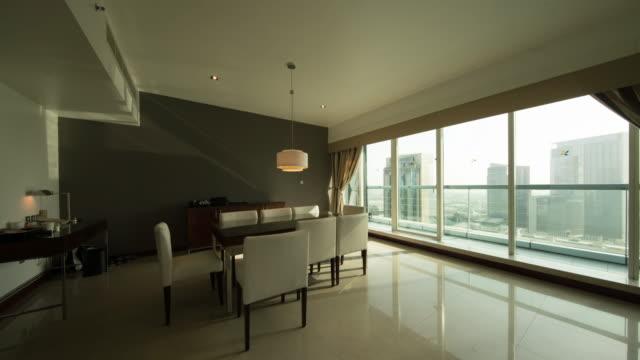 vídeos de stock, filmes e b-roll de luxury residential room of dubai daytime transition - mesa mobília