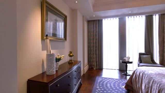 豪華なサンプルリビングルームのインテリアと装飾、リアルタイム。
