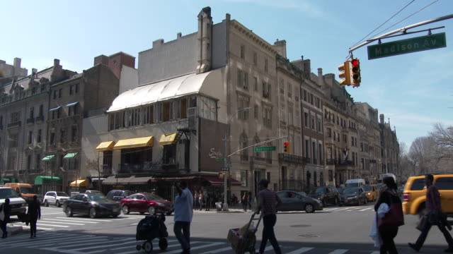 luxury town houses, art galleries - upper east side, manhattan - avenue stock videos & royalty-free footage