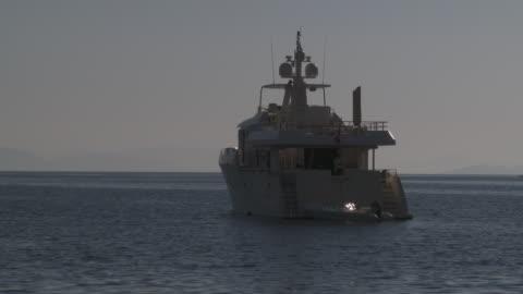 vídeos y material grabado en eventos de stock de luxury yacht anchored at symi harbour - anclado