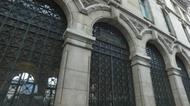 vidéos et rushes de lycée louis le grand in paris on march 16, 2020 on the first day of the official closing of schools, following the announcement of the president of... - niveau collège lycée