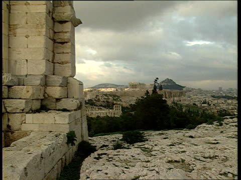 lyceum remains found; lyceum remains found; lib greece: athens: acropolis gv zoom in - zoom out点の映像素材/bロール