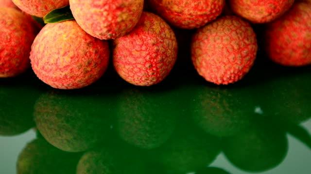 vídeos de stock e filmes b-roll de líchia frutos - lichia