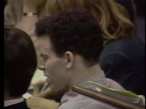 lyle menendez testifies that his father raped him and cries. erik menendez cries while listening to his brother during their trial where they stand... - crime or recreational drug or prison or legal trial点の映像素材/bロール