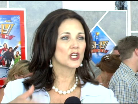 stockvideo's en b-roll-footage met lynda carter on not putting tights back on for this film not hesitating to do this superhero themed movie because it has integrity having kids in... - panty