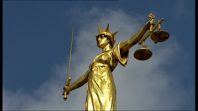 documents found r02010701 england london gold statue of justice on top of the old bailey courthouse - オールドベイリー点の映像素材/bロール