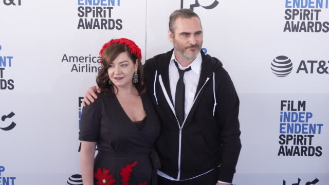 lynne ramsay and joaquin phoenix at the 2019 film independent spirit awards on february 23 2019 in santa monica california - joaquin phoenix stock videos & royalty-free footage