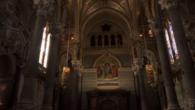 lyon church notre dame de fouvière internal tracking shot - basilika katedral bildbanksvideor och videomaterial från bakom kulisserna