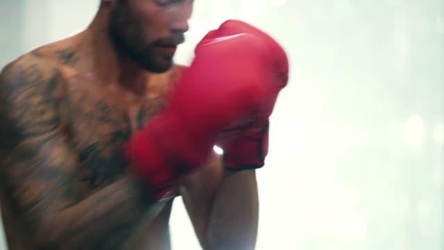 vídeos y material grabado en eventos de stock de soy un luchador que no se rinde - autodisciplina