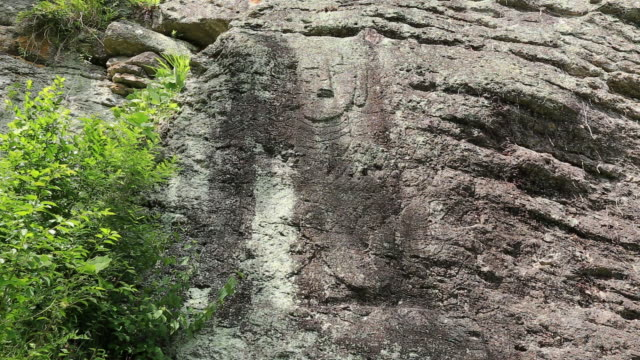 vidéos et rushes de maaeyeoraejwasang stone buddha in unjusa temple - représentation masculine
