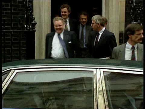 Maastricht Referendum GB reaction ENGLAND London Downing St John Major out of No 10 with others as into car LMS Limousine along street away PAN LR