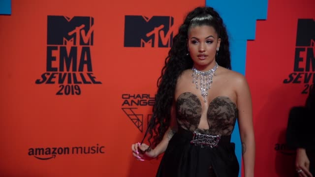 slomo mabel at 26th mtv europe music awards on november 03 2019 in seville spain - mtv1 stock videos & royalty-free footage