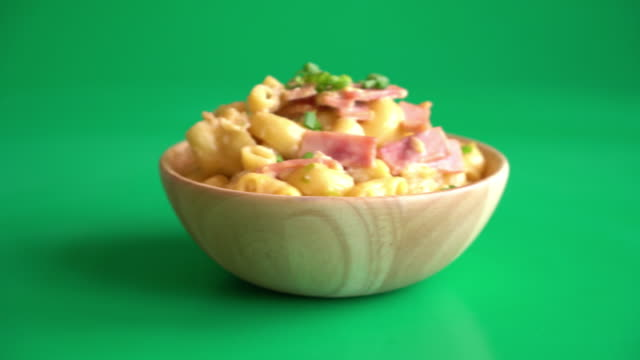 macaroni cheese and ham