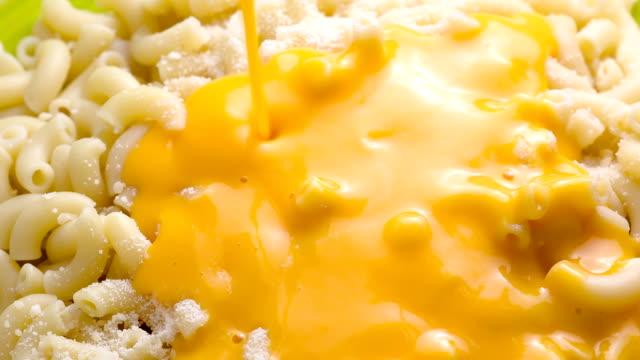 vídeos y material grabado en eventos de stock de macarrones - queso