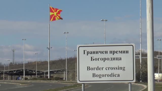 vidéos et rushes de macedonia on wednesday re-did road signs bearing the country's official new name, the republic of north macedonia, at the border crossing with... - athens greece