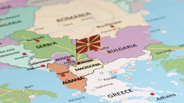 mazedonien, nationalflagge - europa kontinent stock-videos und b-roll-filmmaterial