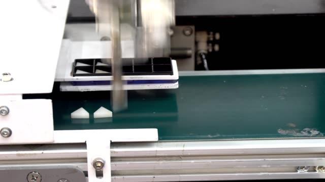 maskin automatisera välj del - upprepning bildbanksvideor och videomaterial från bakom kulisserna