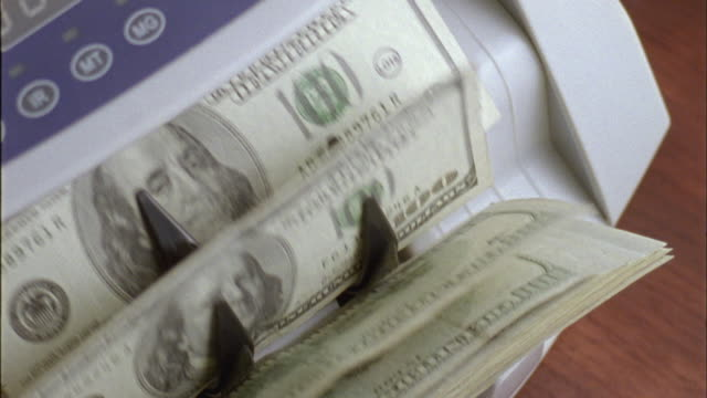 vidéos et rushes de ecu, ha, machine counting one hundred dollar bills - billet de banque