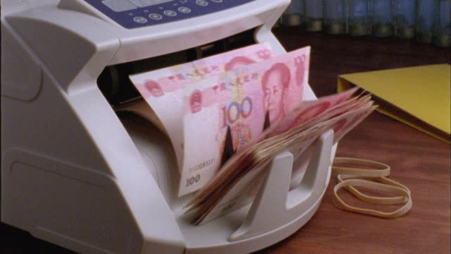 cu, machine counting one hundred yuan bills - chinese currency stock videos & royalty-free footage