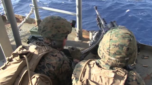 machine gunners with battalion landing team 3rd battalion 5th marines 31st marine expeditionary unit fire the m240g at a killer tomato moving target... - 米国海兵隊点の映像素材/bロール