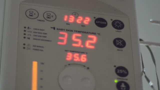 maschine kleinkinder wärmeren in hospital - temperatur stock-videos und b-roll-filmmaterial