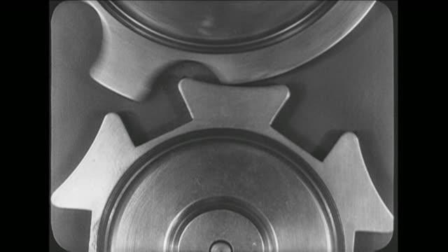 cu machine parts in motion - catena video stock e b–roll