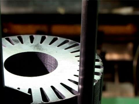 machine producing metal components - ディスク点の映像素材/bロール