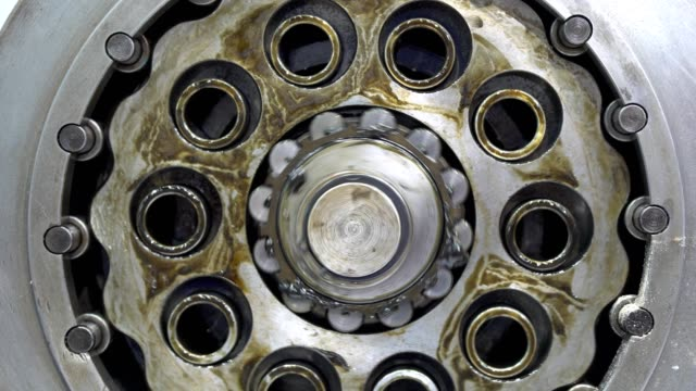 vídeos de stock e filmes b-roll de machine rotary transmission gear system moving - passos