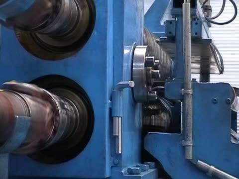 vídeos de stock e filmes b-roll de máquina ferramenta - maquinaria