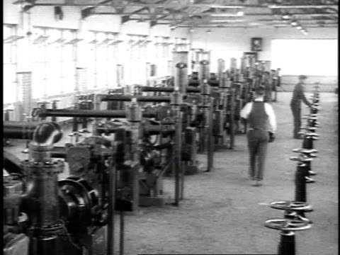 1923 ms machinery inside oil refinery / united states - 1923 stock-videos und b-roll-filmmaterial