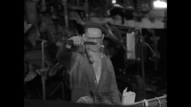 machinery working in glass bottle factory; 1956 - 1956 stock-videos und b-roll-filmmaterial