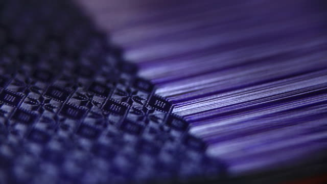 vidéos et rushes de machines for textile, weaving a fabric in india - fil mercerie