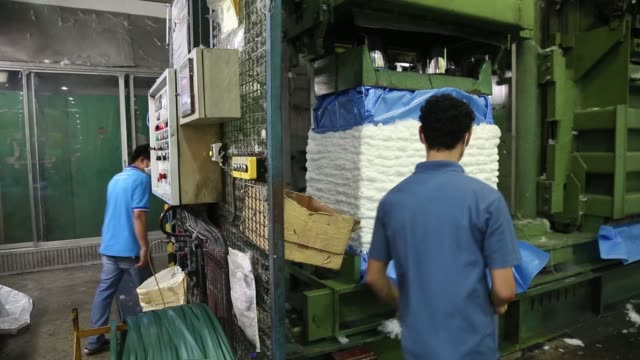 stockvideo's en b-roll-footage met ms machines move fibers at the indorama polyester industries pcl nakhon pathom polyester facility operated by ventures pcl in nakhon pathom thailand... - polyester