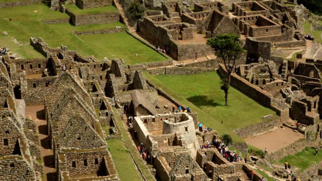 マチュピチュ草、建物や観光客のタイムラプス - マチュピチュ点の映像素材/bロール