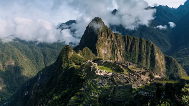stockvideo's en b-roll-footage met machu picchu – timelapse serie - international landmark