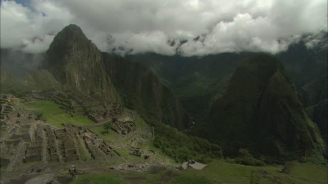 ws, pan, machu picchu, urubamba valley, peru - machu picchu stock videos & royalty-free footage