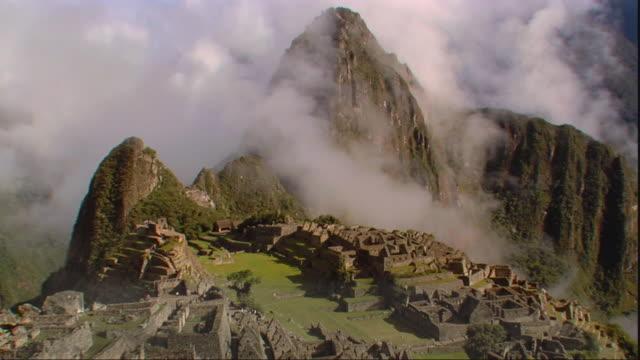 T/L WS HA Machu Picchu with rising clouds, Peru