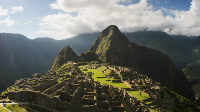 T/L, WS, Machu Pinch, Urubamba, Peru