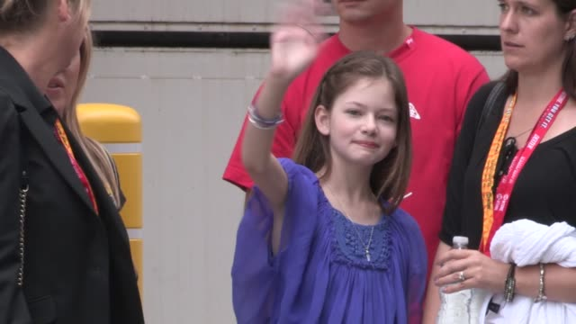 mackenzie foy greets fans at comic con 2012 in san diego 07/12/12 - mackenzie foy stock videos & royalty-free footage