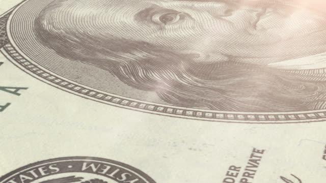 vídeos de stock e filmes b-roll de macro: 100 dólares dos estados unidos - benjamin franklin