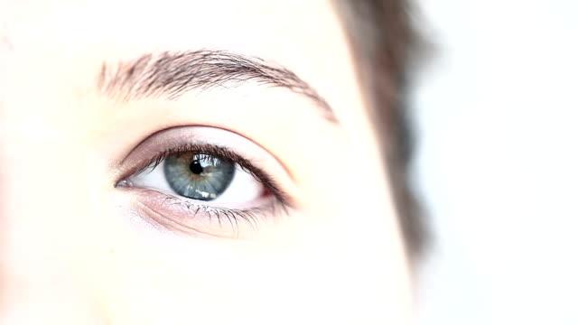 vídeos y material grabado en eventos de stock de hd: macro close-up ojo humano - concéntrico