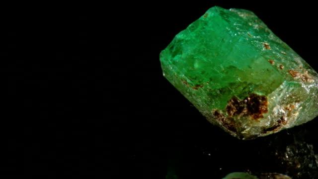 macro dolly: emerald on black - precious gemstone stock videos & royalty-free footage